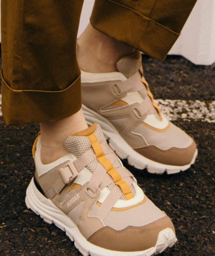 讓把防水性能附加給溫柔的設計的低切運動鞋