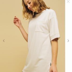 페미닌인 길이감과 옷자락 디자인으로, 스포츠 캐주얼의 정평을 페미닌에