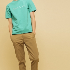 Universal attractiveness tapered chino pants that does not become too much sporty while having superior functionality