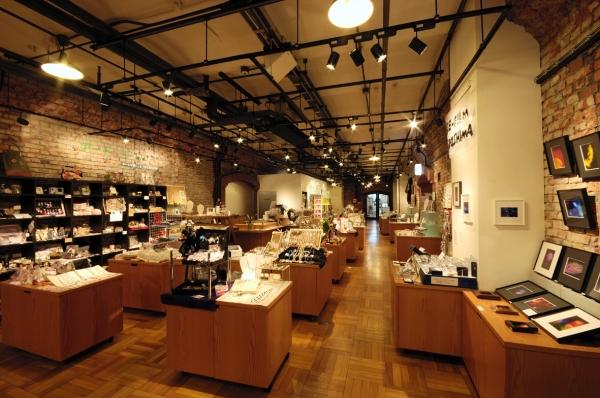 https://sapporofactory.jp/img/factory/store/storage/w600/r_2f_art_image.jpg